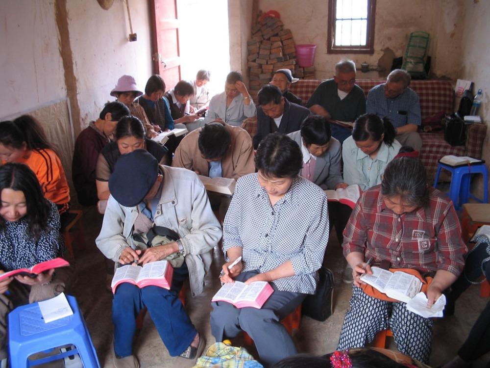chinese-christians-reading-bible-china-house-church-2005